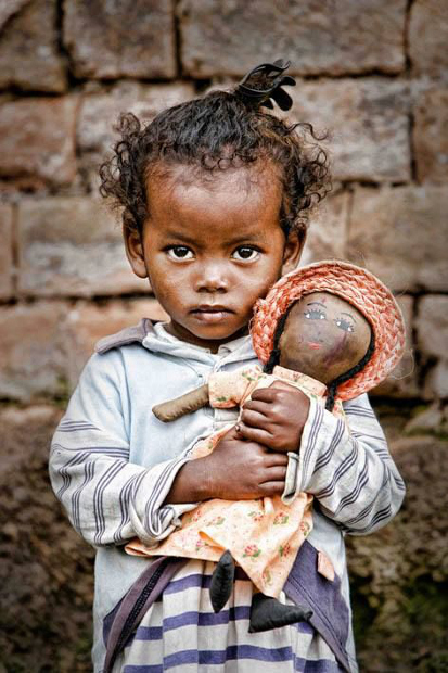 Madagaskar'ın başkentinde bir kız çocuğu