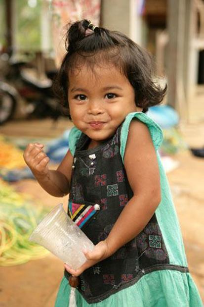 Pak Takımı köyünde bir çocuk - Tayland