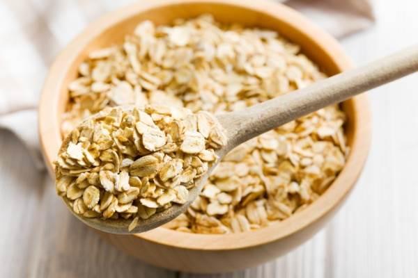 Yulaf Ezmesi: Yulaf ezmesi kalorisi düşük, faydası büyük ve açlık hissini uzun süre engelleyen besindir. İyi bir antioksidandır.