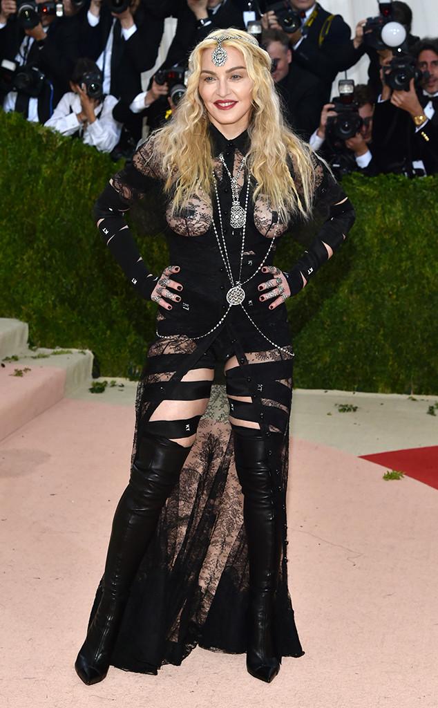 Madonna Met Gala Arrivals 2016'da seçtiği kıyafetle bana yok artık pes dedirtti.